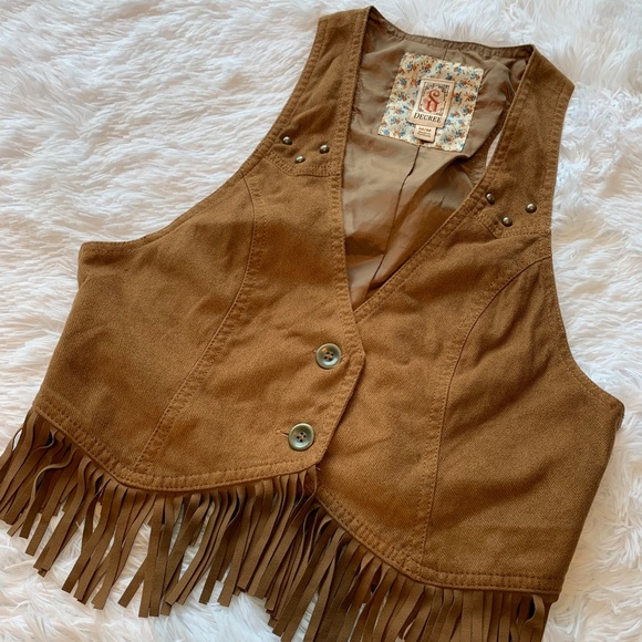❤️ Decree country cropped vest with fringe size M